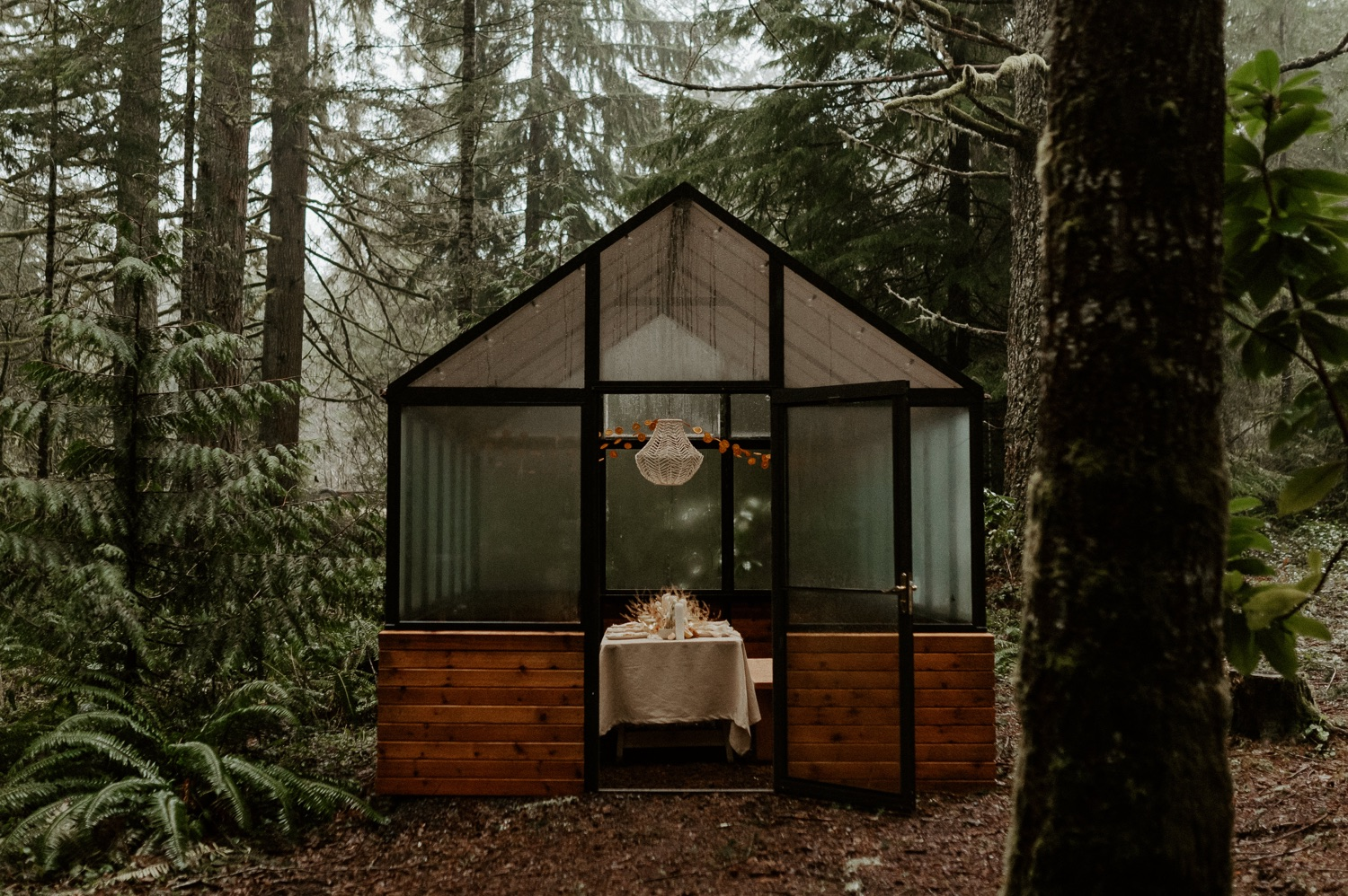 The Woodlands House Sandy Oregon Elopement Portland Elopement Photographer PNW Adventurous Elopement Anais Possamai Photography 003