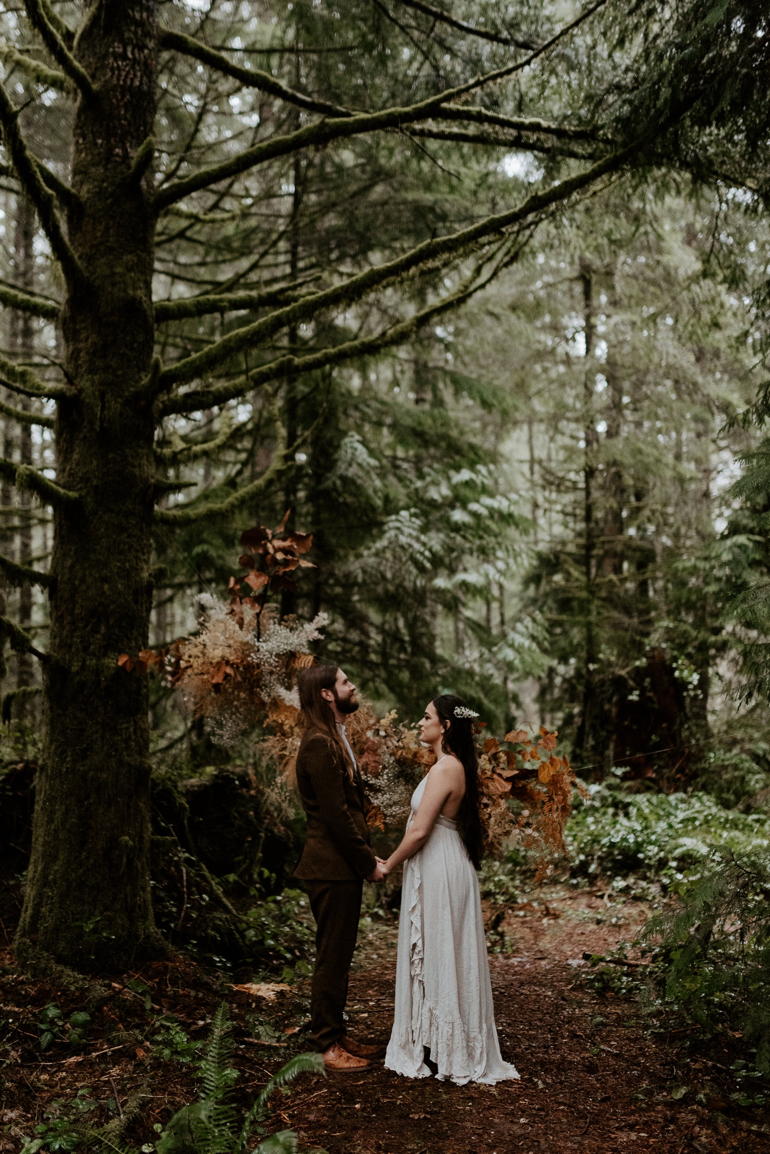 The Woodlands House Sandy Oregon Elopement Portland Elopement Photographer PNW Adventurous Elopement Anais Possamai Photography 015