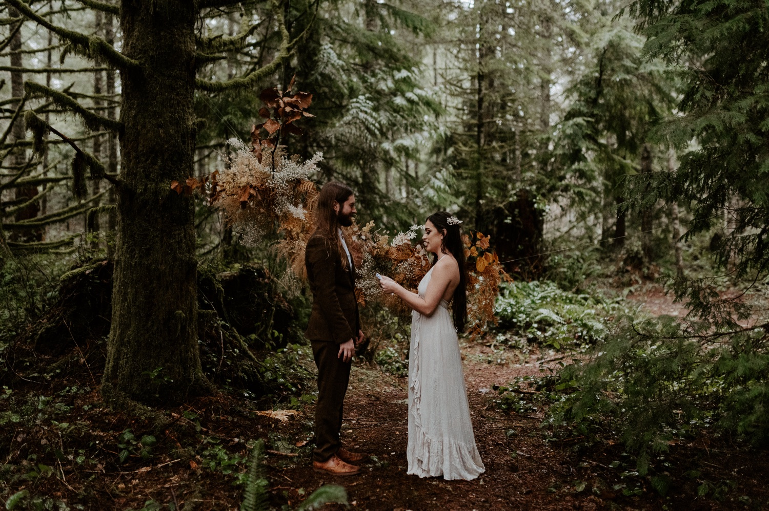 The Woodlands House Sandy Oregon Elopement Portland Elopement Photographer PNW Adventurous Elopement Anais Possamai Photography 016
