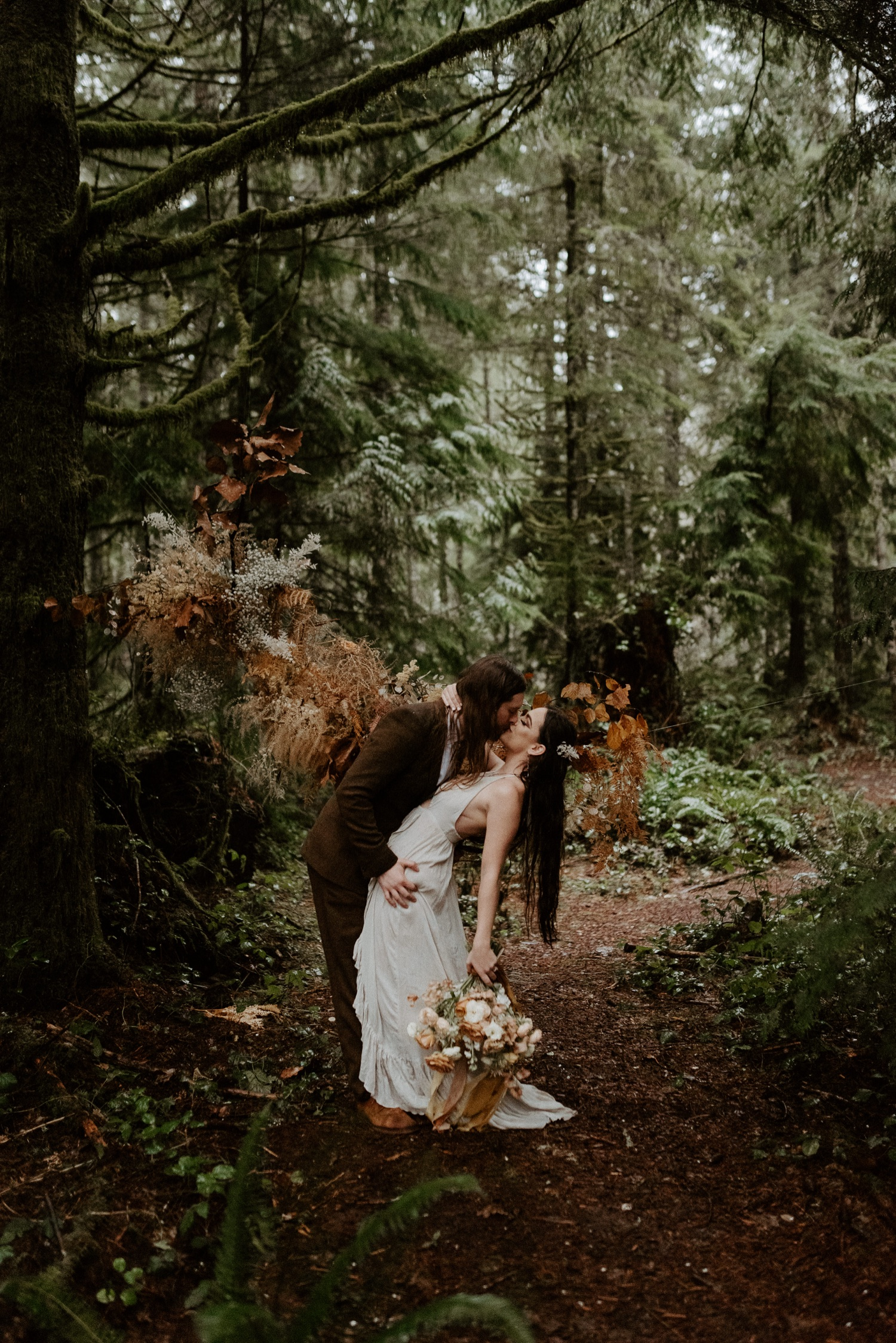 The Woodlands House Sandy Oregon Elopement Portland Elopement Photographer PNW Adventurous Elopement Anais Possamai Photography 019