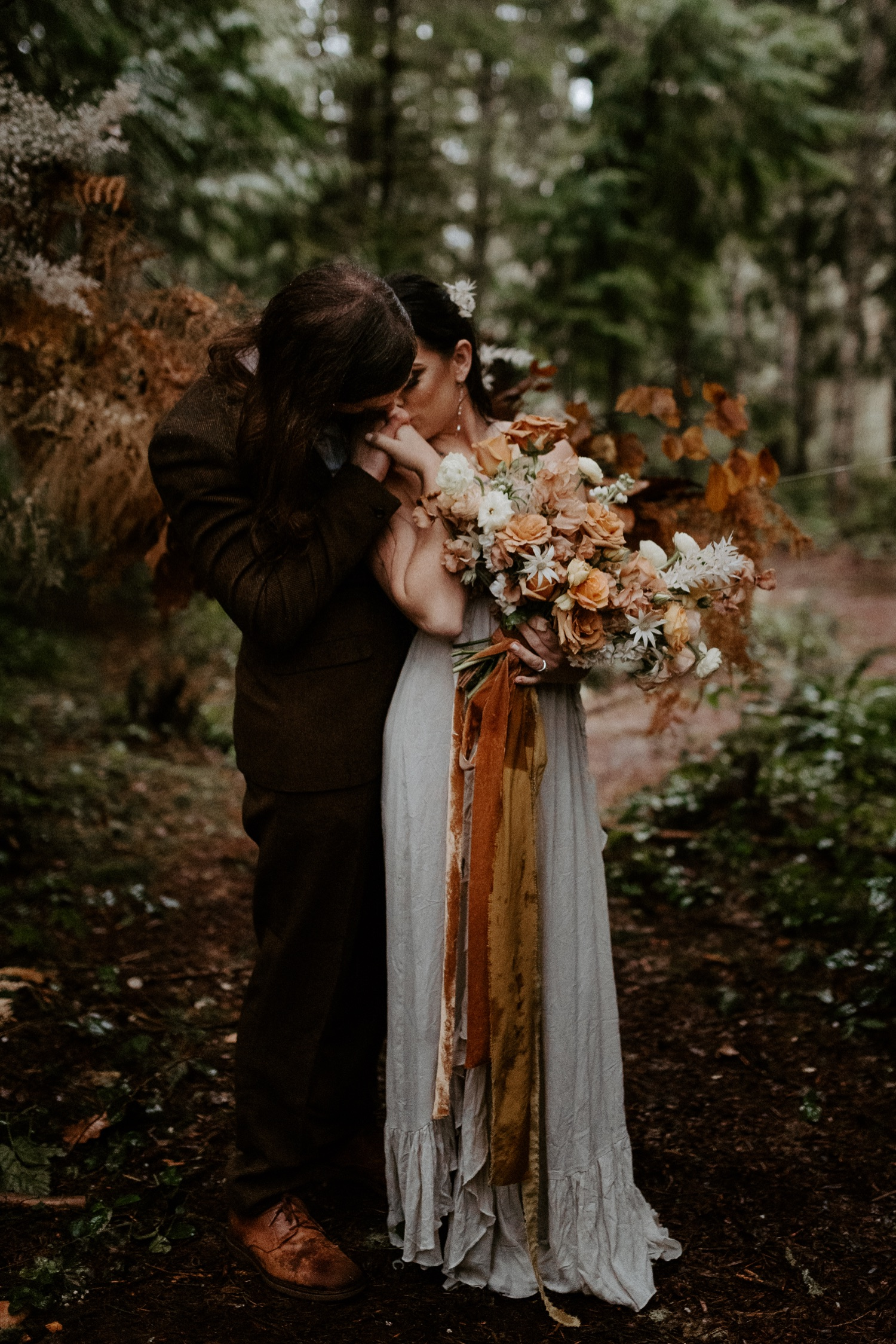The Woodlands House Sandy Oregon Elopement Portland Elopement Photographer PNW Adventurous Elopement Anais Possamai Photography 021