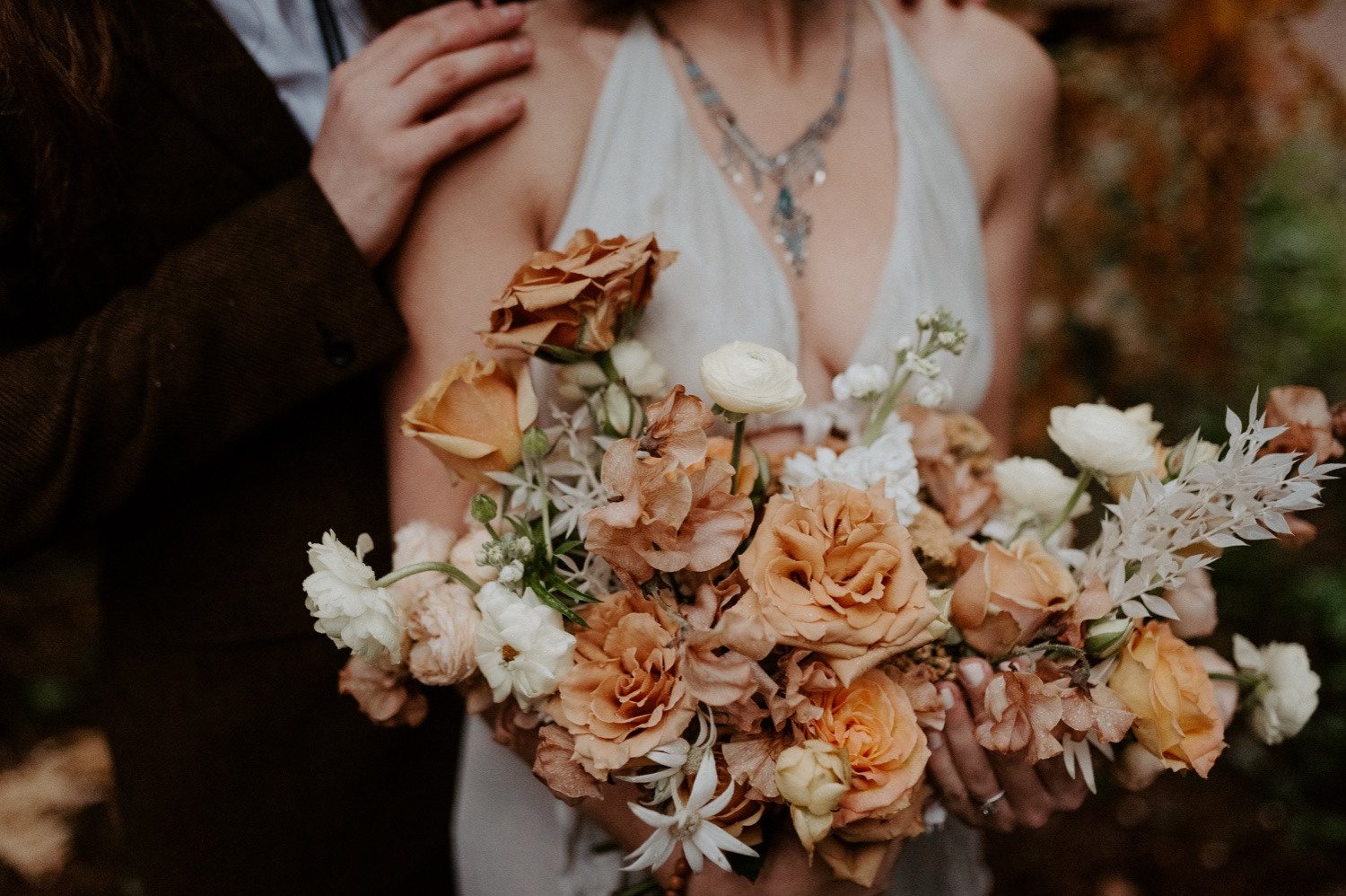 The Woodlands House Sandy Oregon Elopement Portland Elopement Photographer PNW Adventurous Elopement Anais Possamai Photography 022