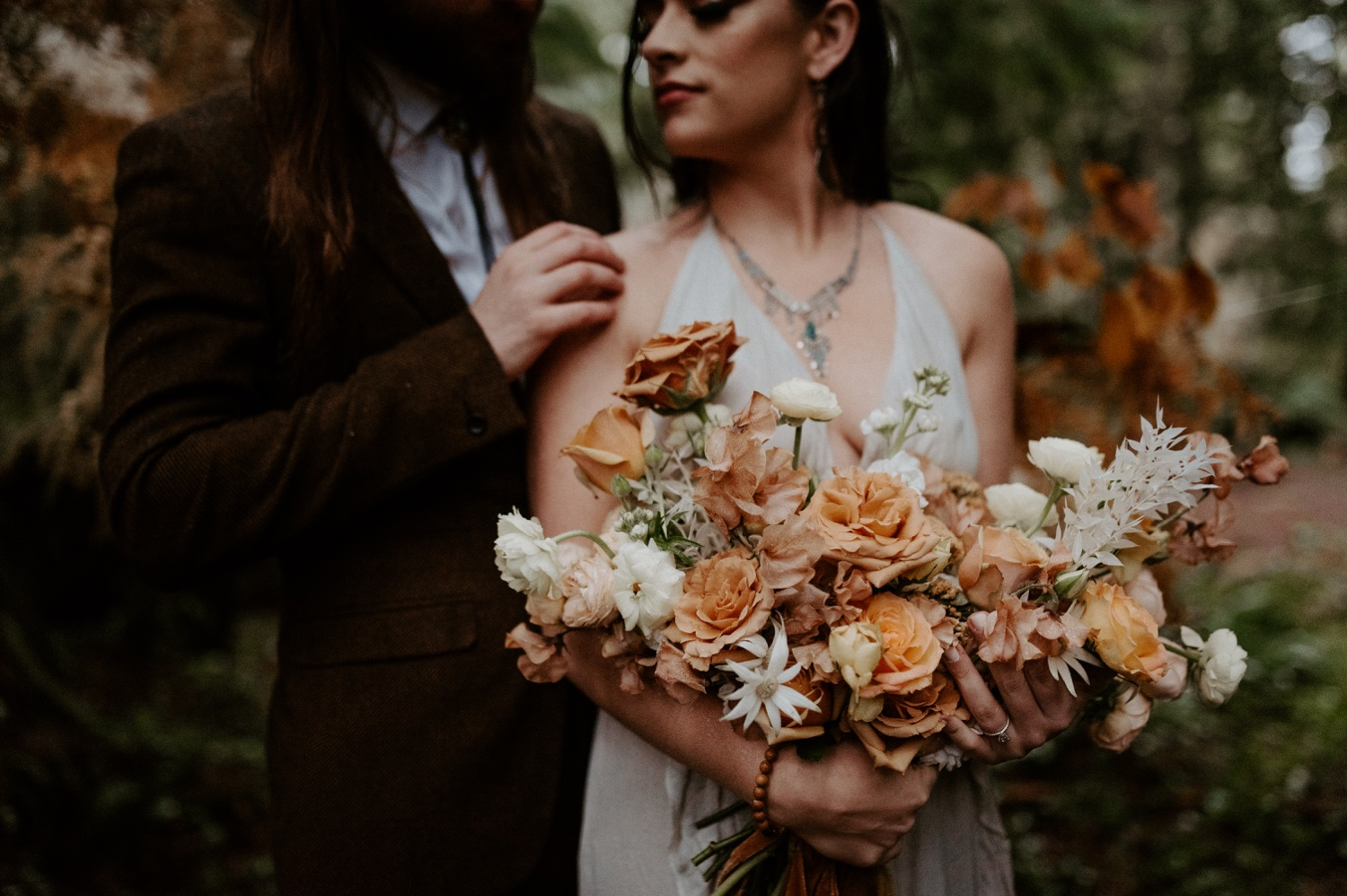 The Woodlands House Sandy Oregon Elopement Portland Elopement Photographer PNW Adventurous Elopement Anais Possamai Photography 025