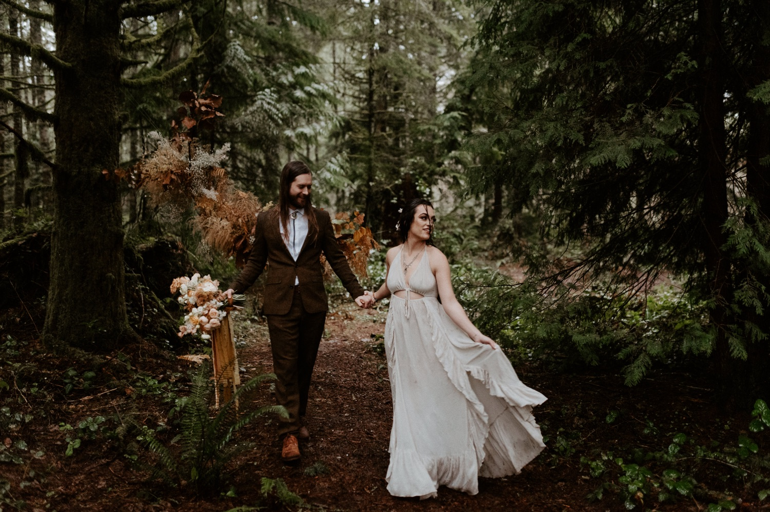 The Woodlands House Sandy Oregon Elopement Portland Elopement Photographer PNW Adventurous Elopement Anais Possamai Photography 026