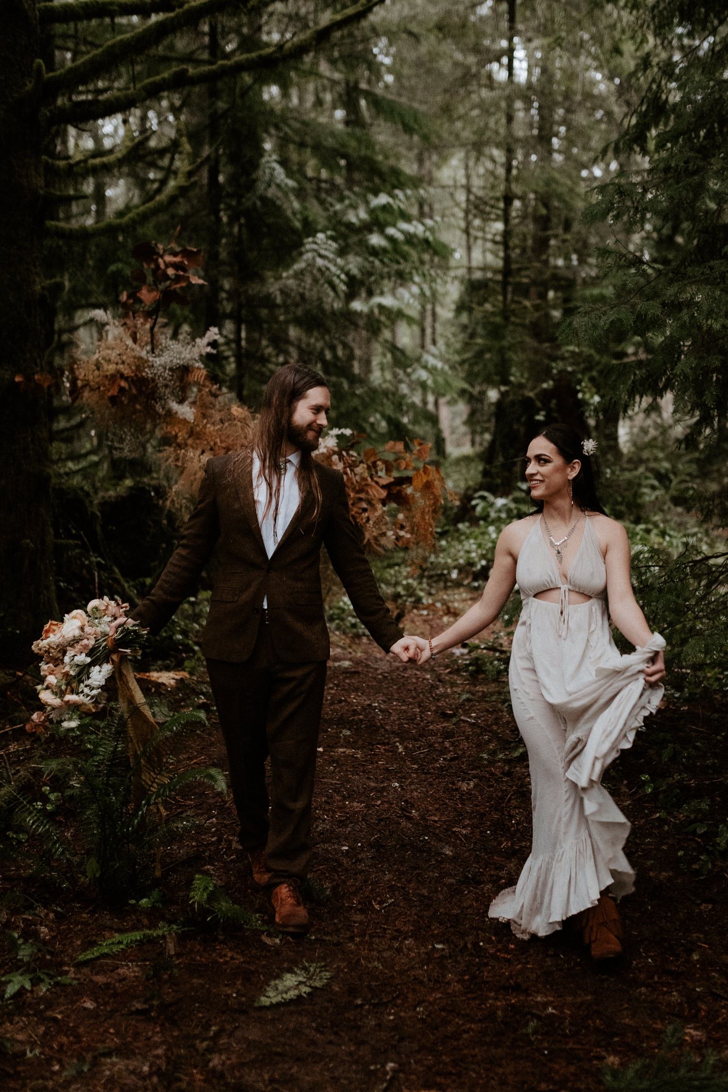 The Woodlands House Sandy Oregon Elopement Portland Elopement Photographer PNW Adventurous Elopement Anais Possamai Photography 027