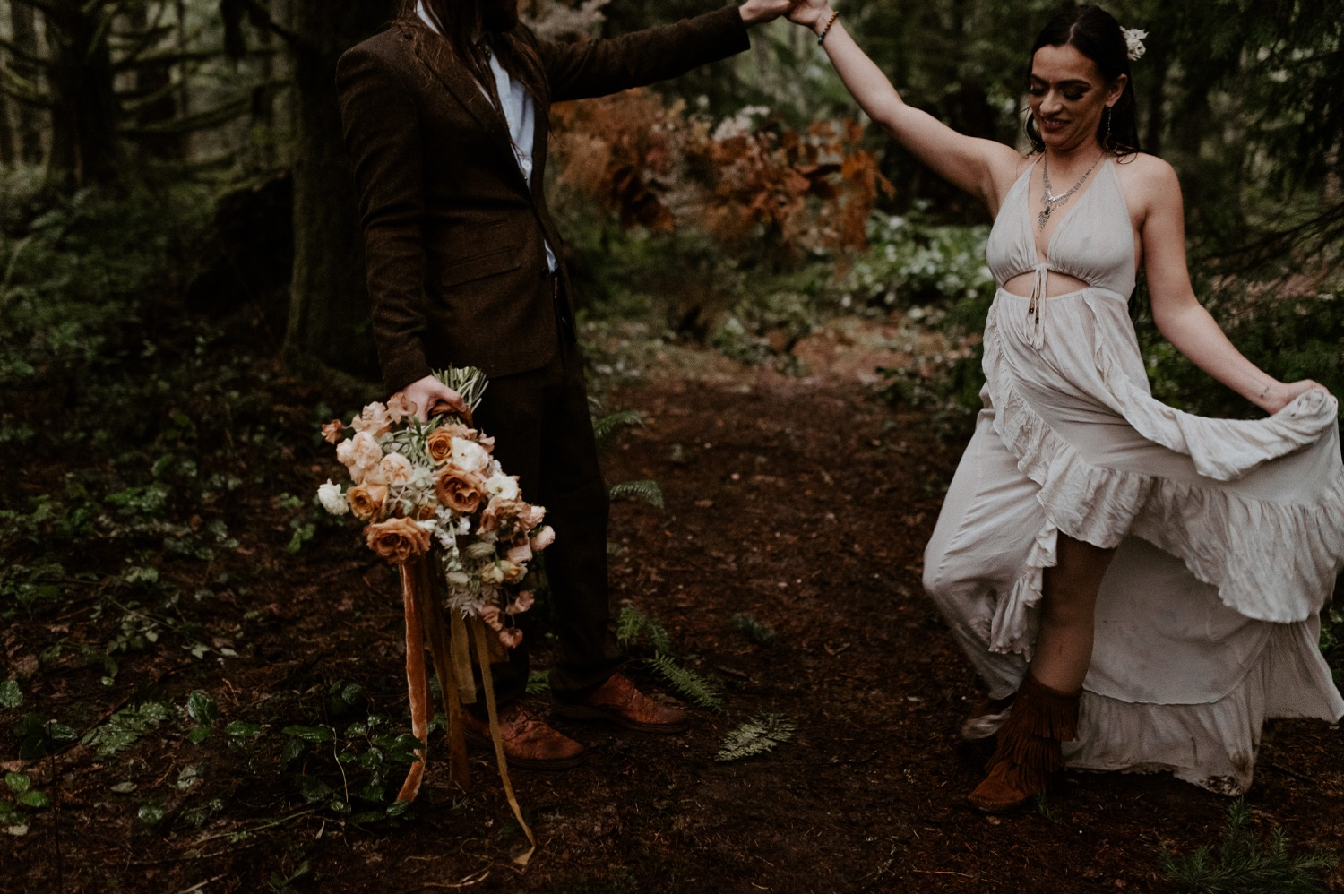The Woodlands House Sandy Oregon Elopement Portland Elopement Photographer PNW Adventurous Elopement Anais Possamai Photography 028