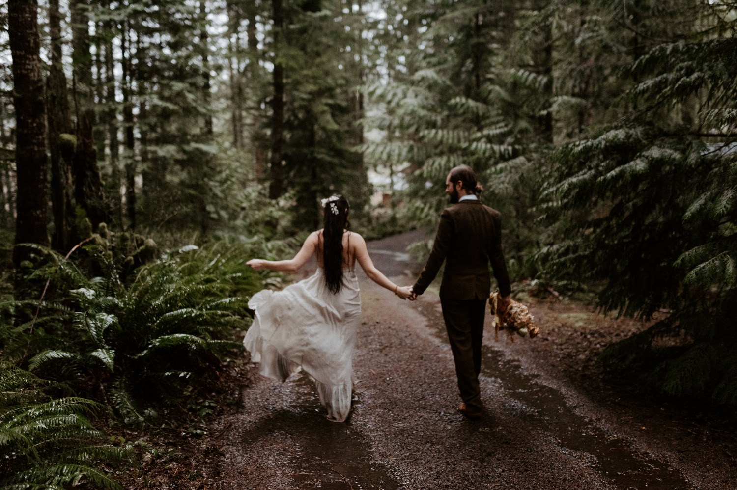The Woodlands House Sandy Oregon Elopement Portland Elopement Photographer PNW Adventurous Elopement Anais Possamai Photography 029