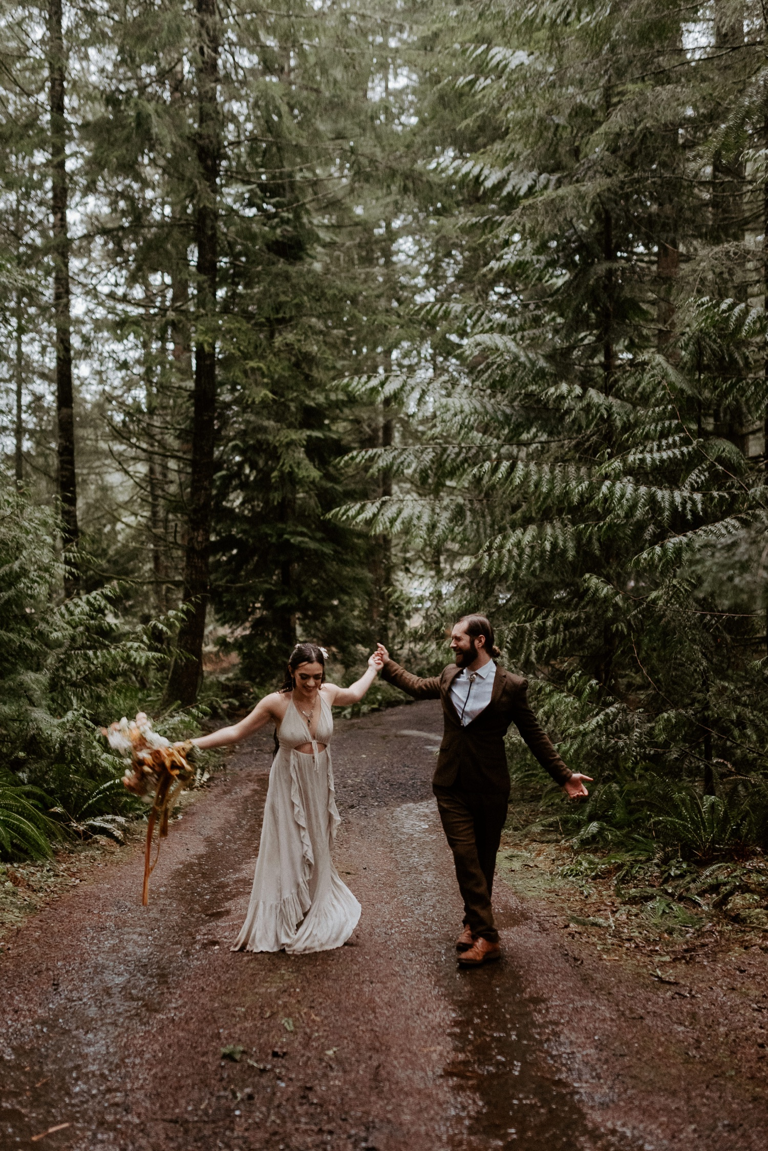The Woodlands House Sandy Oregon Elopement Portland Elopement Photographer PNW Adventurous Elopement Anais Possamai Photography 033