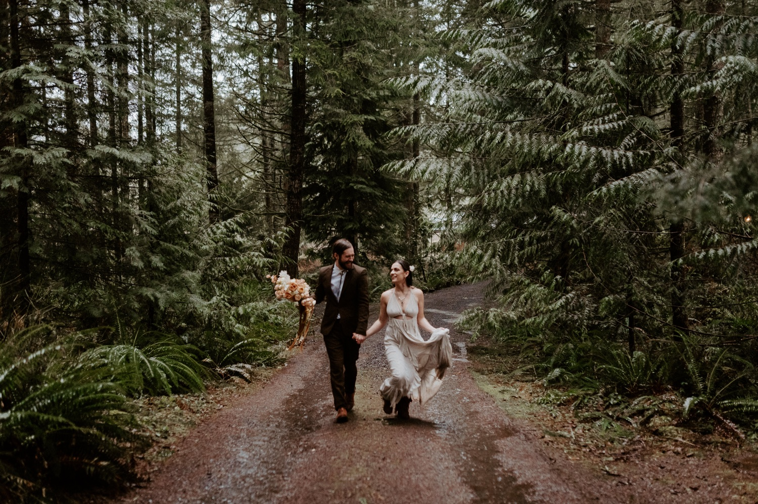 The Woodlands House Sandy Oregon Elopement Portland Elopement Photographer PNW Adventurous Elopement Anais Possamai Photography 034