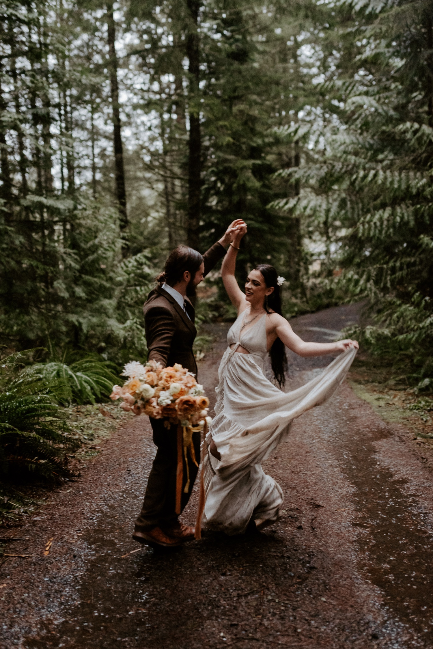 The Woodlands House Sandy Oregon Elopement Portland Elopement Photographer PNW Adventurous Elopement Anais Possamai Photography 035