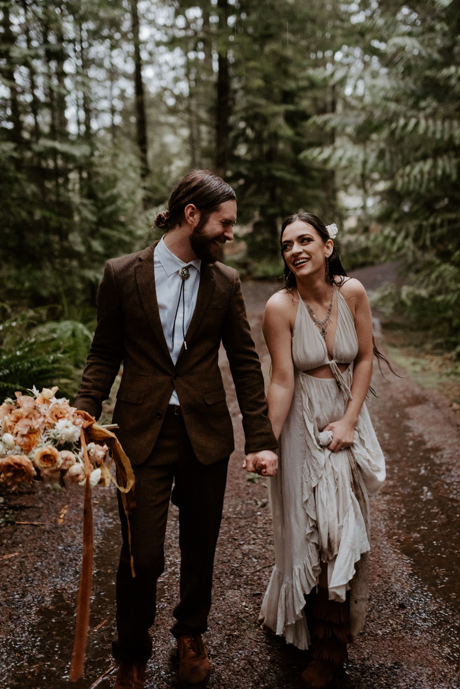 The Woodlands House Sandy Oregon Elopement Portland Elopement Photographer PNW Adventurous Elopement Anais Possamai Photography 036