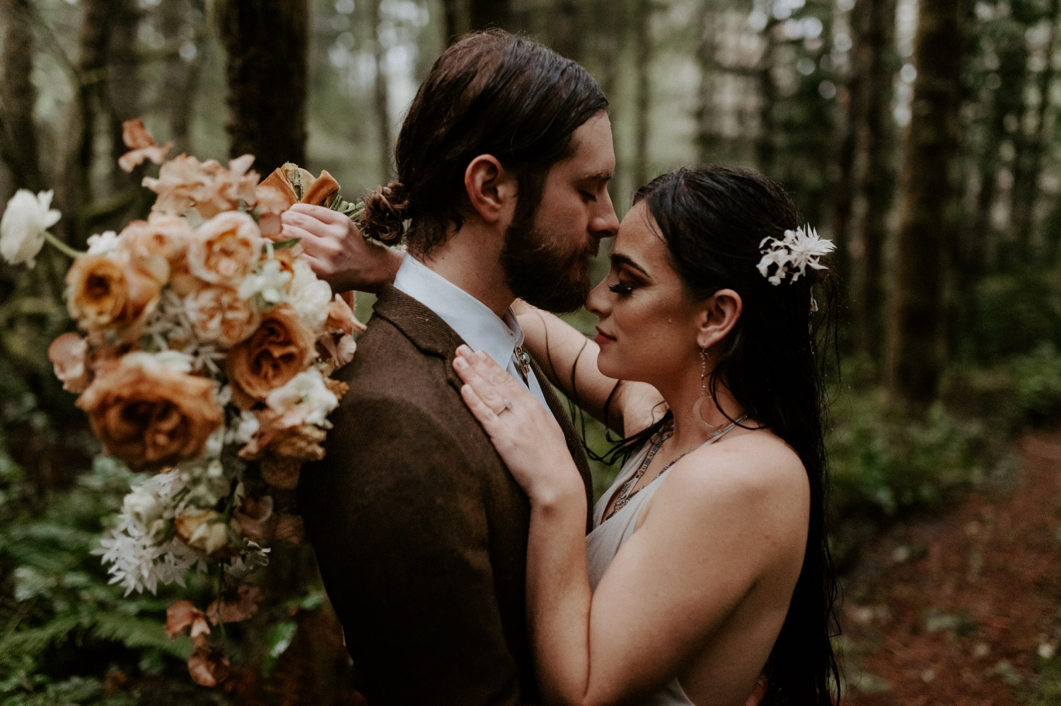 The Woodlands House Sandy Oregon Elopement Portland Elopement Photographer PNW Adventurous Elopement Anais Possamai Photography 038