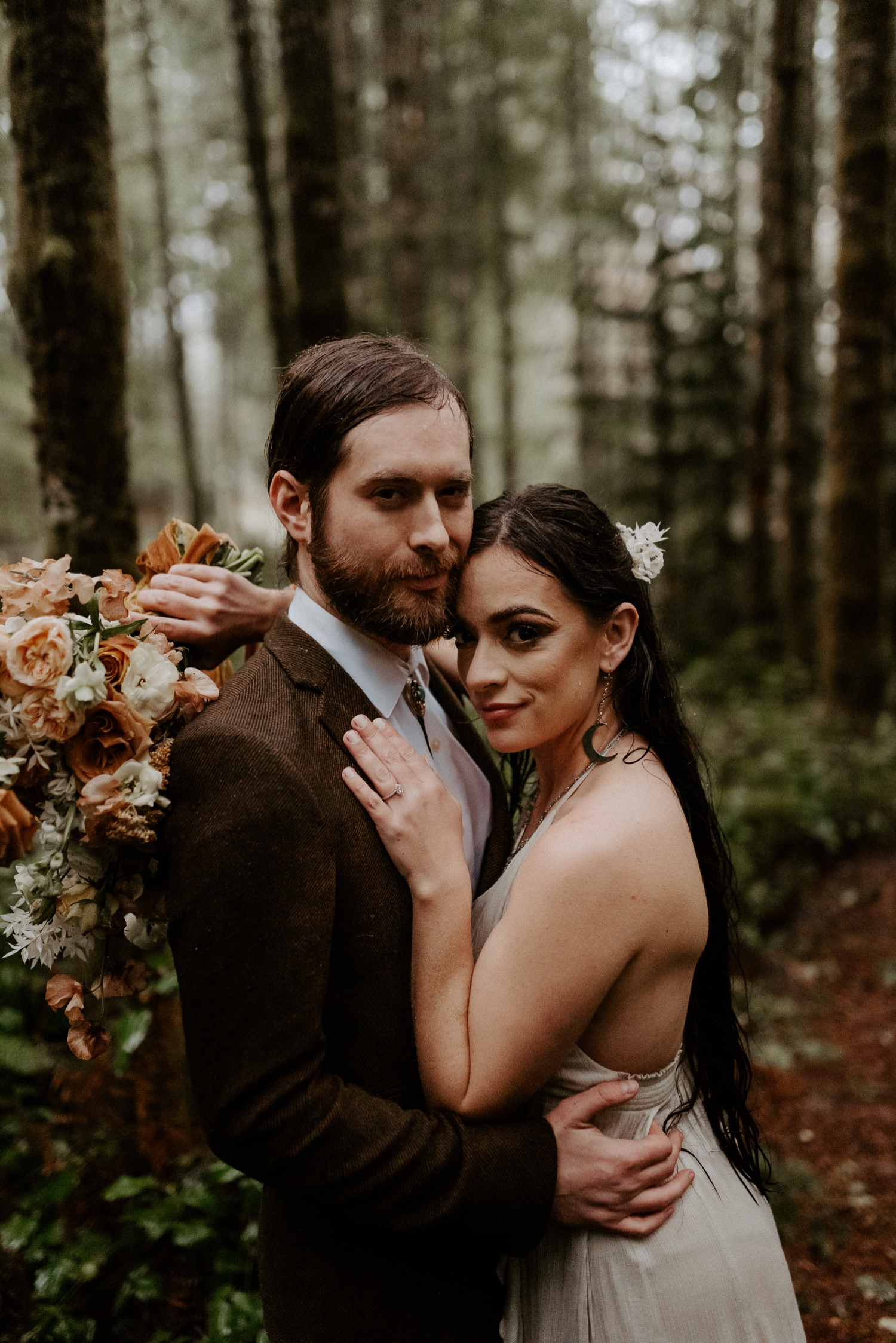 The Woodlands House Sandy Oregon Elopement Portland Elopement Photographer PNW Adventurous Elopement Anais Possamai Photography 040