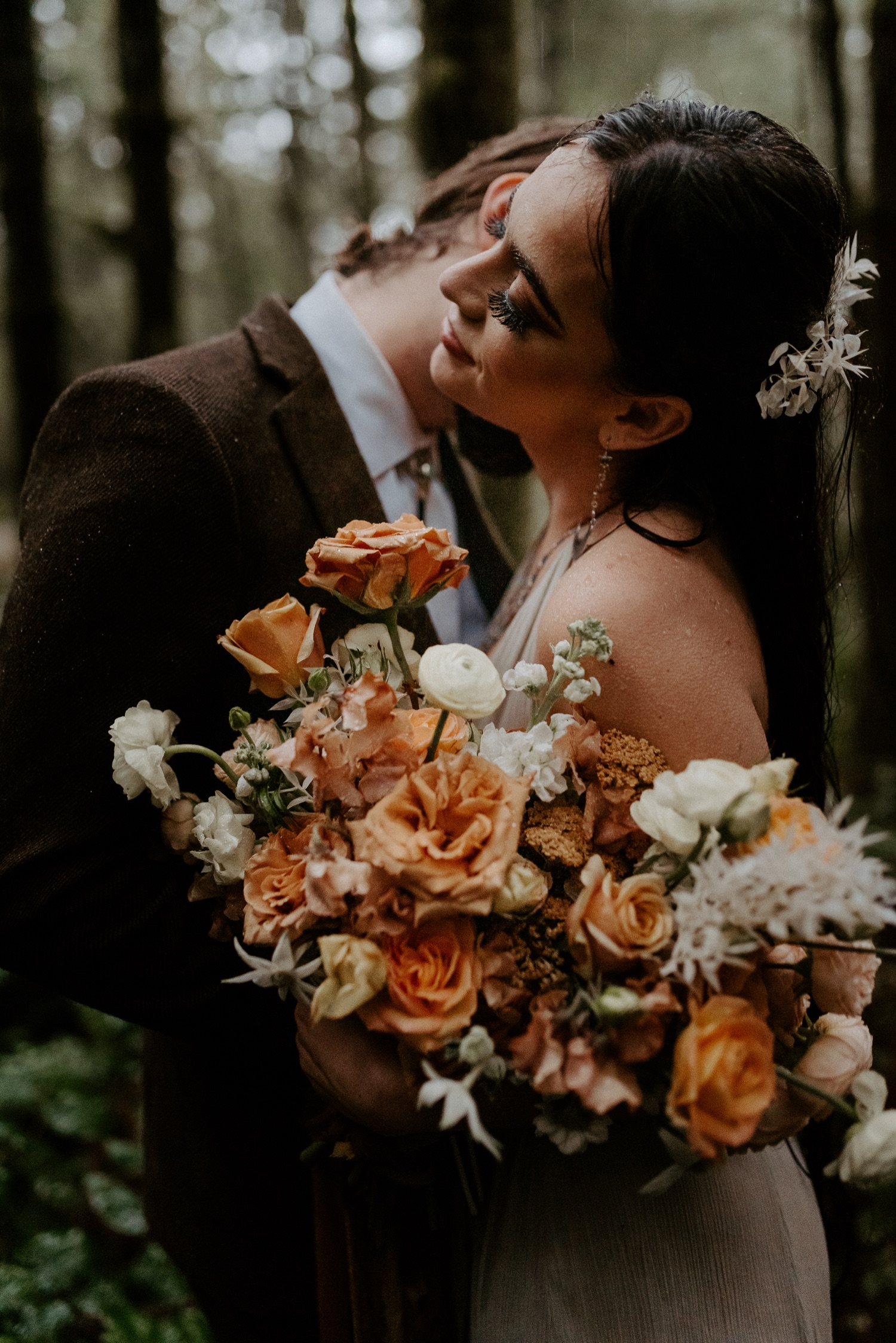 The Woodlands House Sandy Oregon Elopement Portland Elopement Photographer PNW Adventurous Elopement Anais Possamai Photography 043