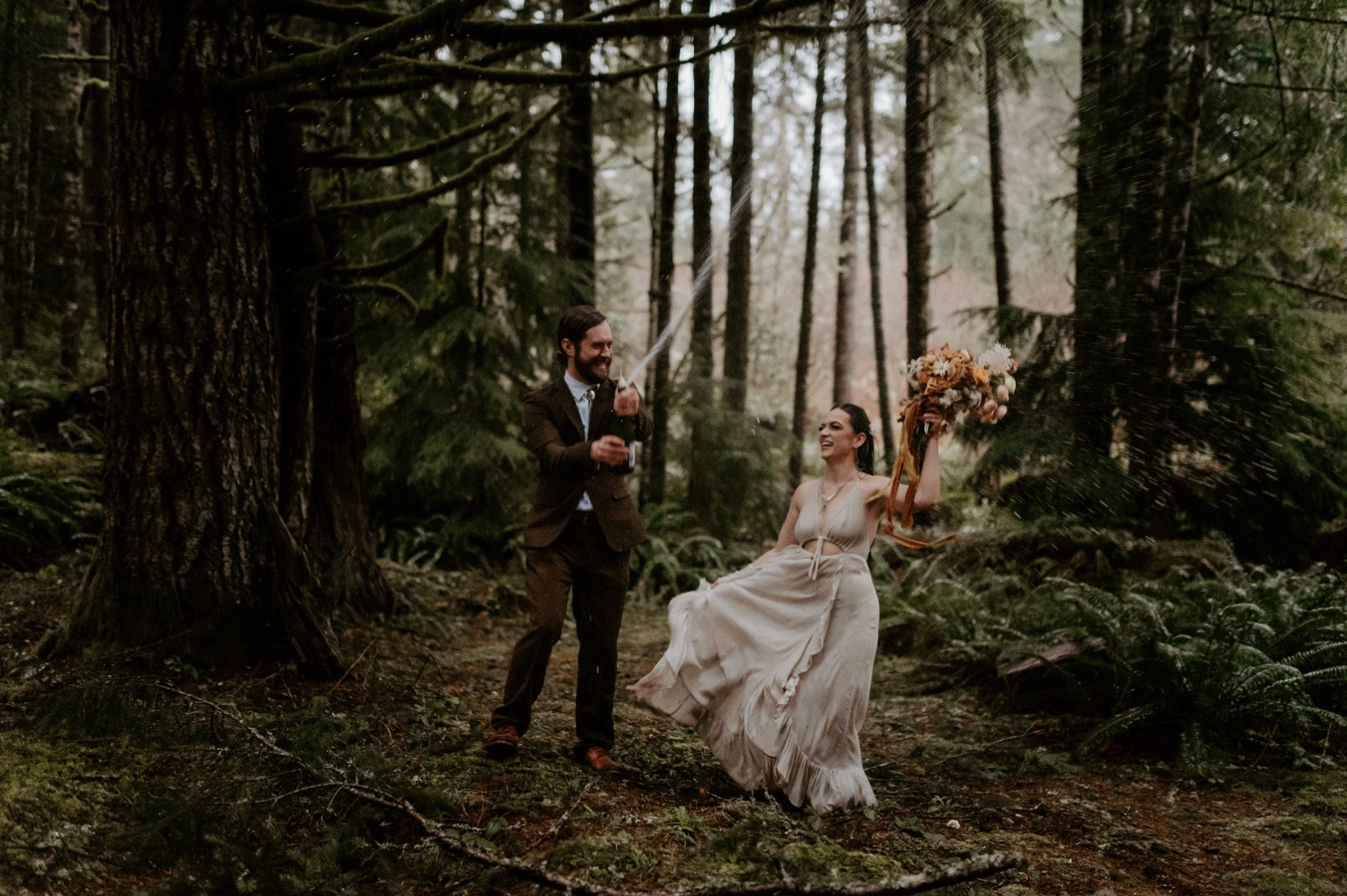 The Woodlands House Sandy Oregon Elopement Portland Elopement Photographer PNW Adventurous Elopement Anais Possamai Photography 045