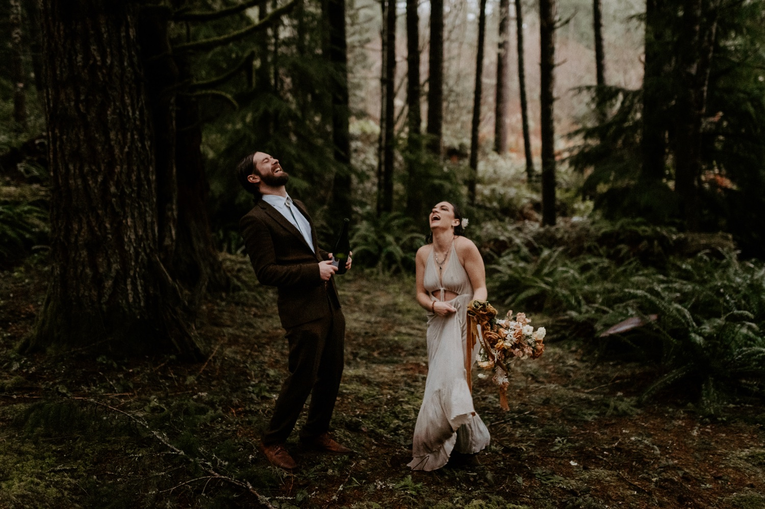 The Woodlands House Sandy Oregon Elopement Portland Elopement Photographer PNW Adventurous Elopement Anais Possamai Photography 047