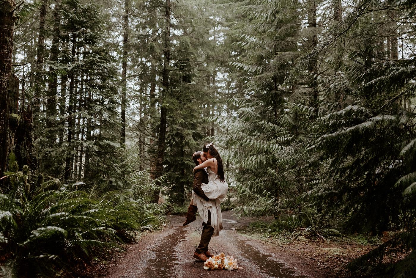 The Woodlands House Sandy Oregon Elopement PNW Wedding How To Plan A Destination Elopement Anais Possamai Photography 9