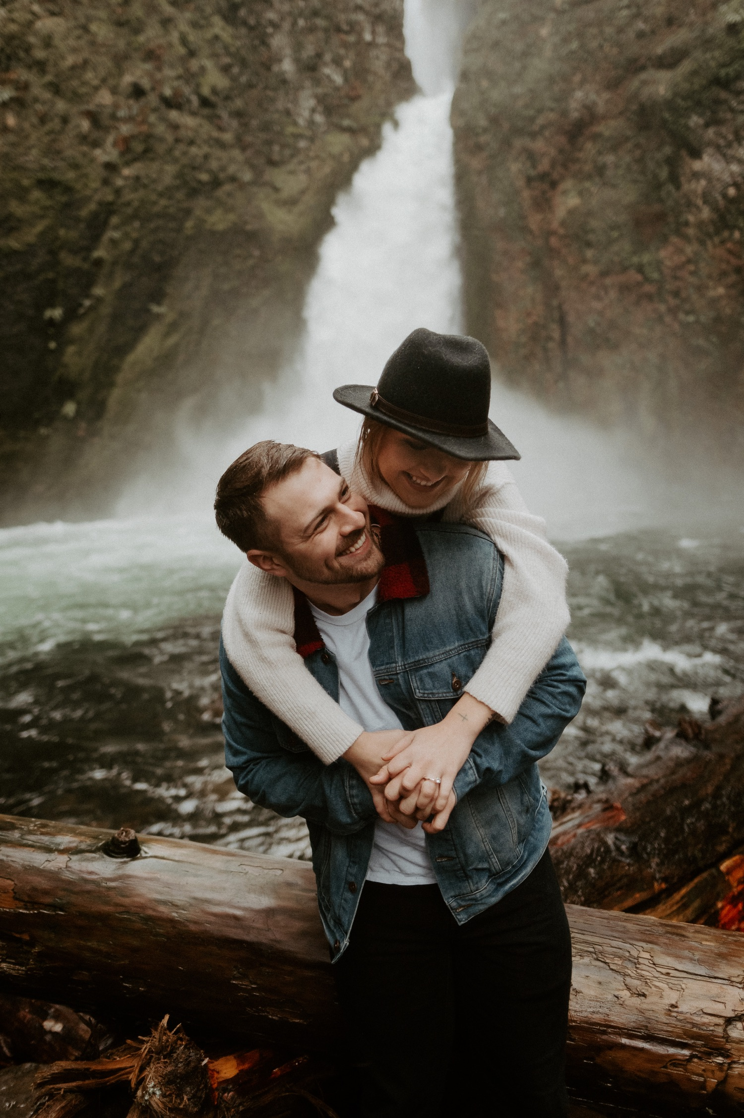 Wahclella Falls Engagement Session Columbia River Gorge Oregon Portland Wedding Photographer Anais Possamai Photography 010